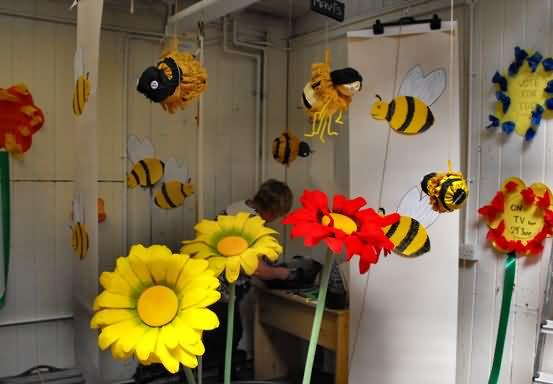 Co campaigners TIB creating bee info market stall