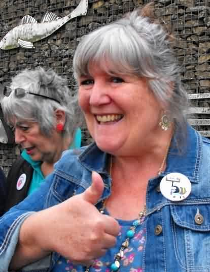 Emerdale's Jane Cox gives Bee Spoke campaign the thumbs up